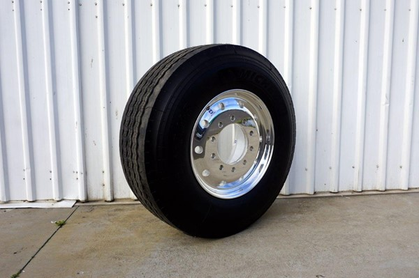 10/285 12.25x22.5 Alcoa Polished Supersingle with 385/65R22.5 Michelin XFE