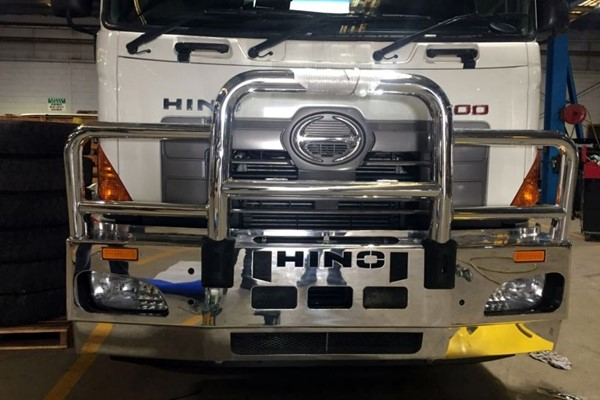 Take Off Hino 700 Bullbar