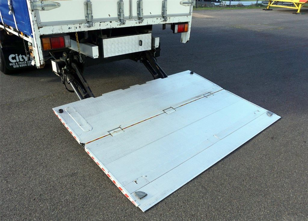 2006 DHollandia 2 Ton Alloy Slide Out Tailgate