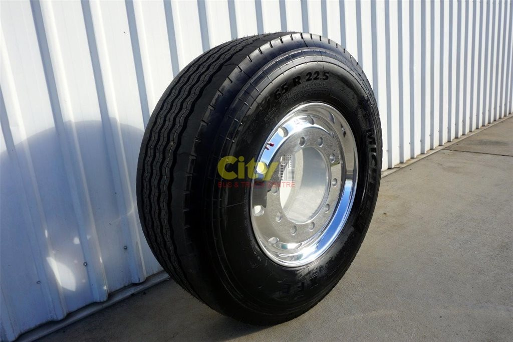 385/65R22.5 Michelin XFE on Alcoa Polished S/Single