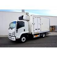 2010 Isuzu FSR700 6 Pallet Freezer Van